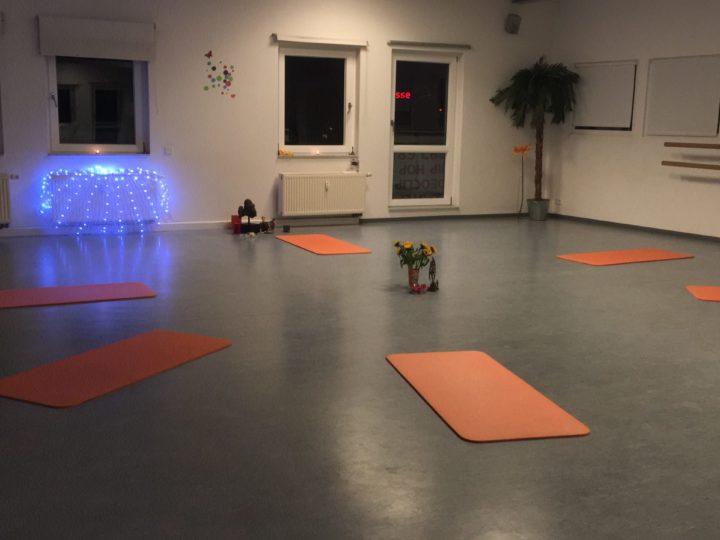 Yoga – Körper, Geist, Seele  Dienstags 9.30 – 11 Uhr und 20.30 – 21.30 Uhr